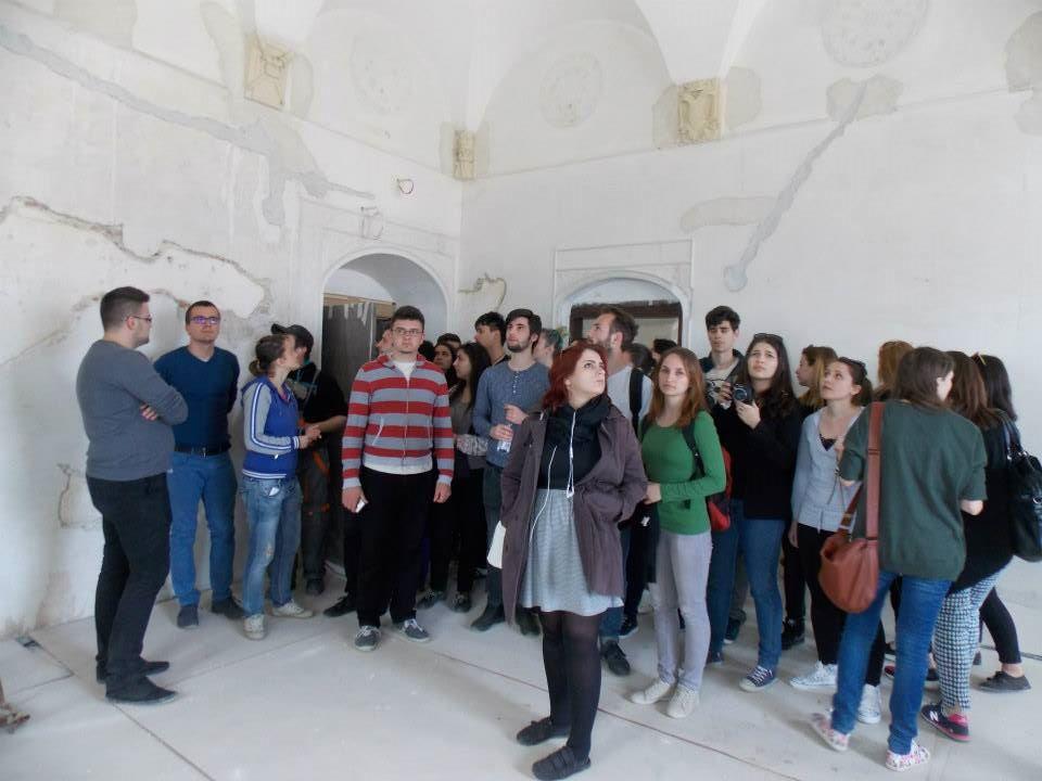 150 de vizitatori
